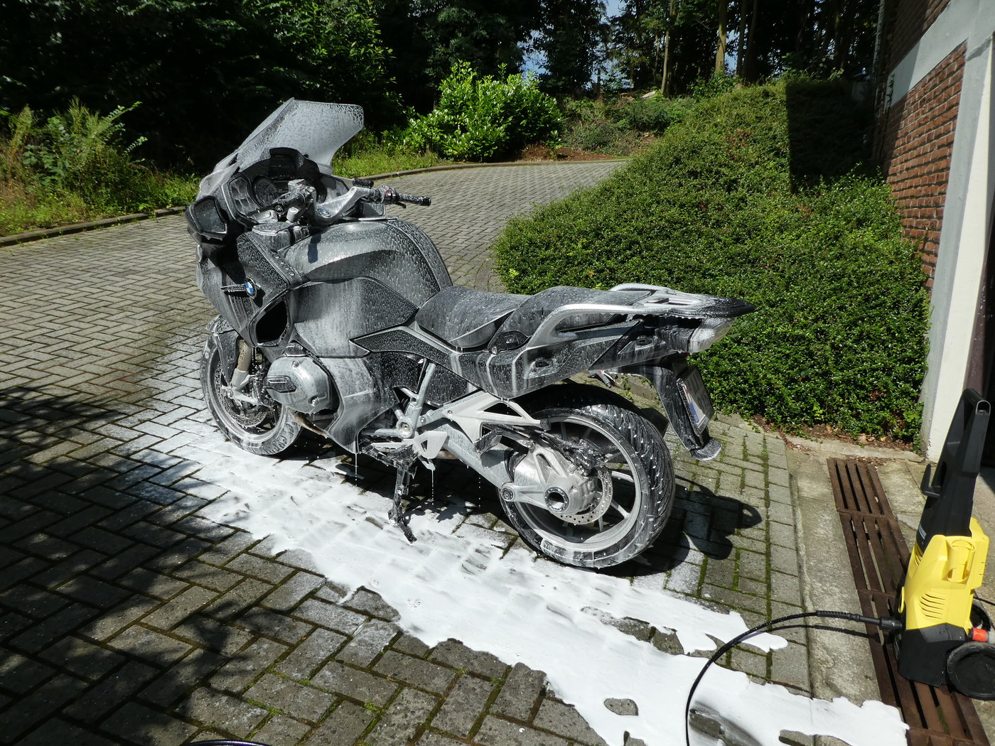 160813 BMW R1200RT LC 18 snow.JPG