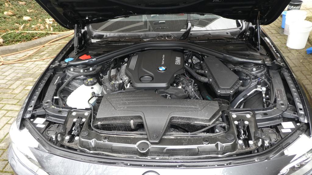 170219%20BMW%20420D%2020%20motorruimte%20vervuild_zpsdvkn7twt.jpg