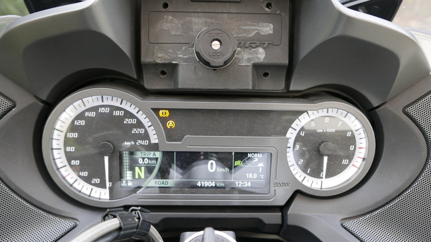 181020 BMW RT 01 Dashboard.JPG