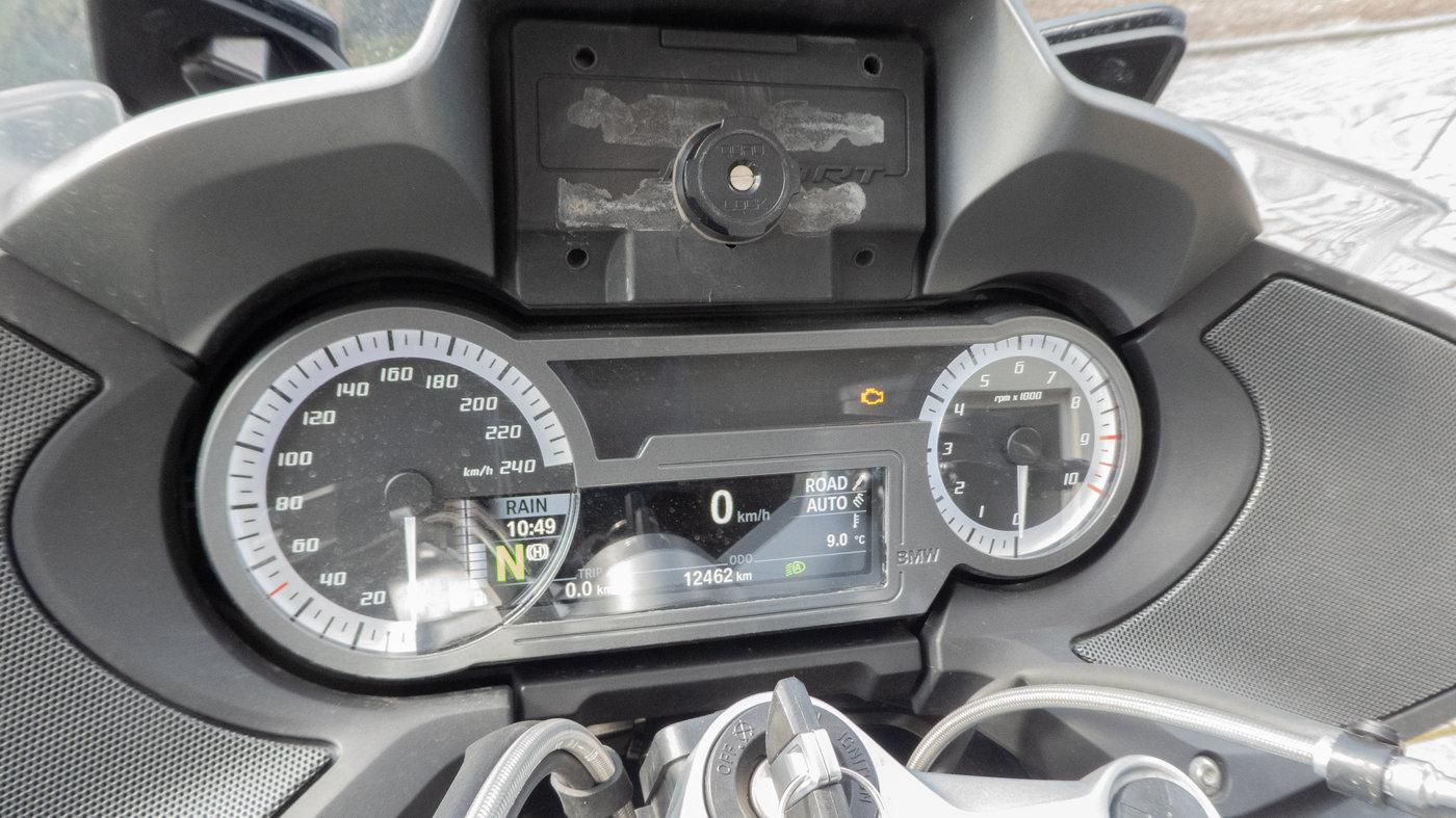210319 BMW R1250RT 01 dashboard 12.462km.jpg