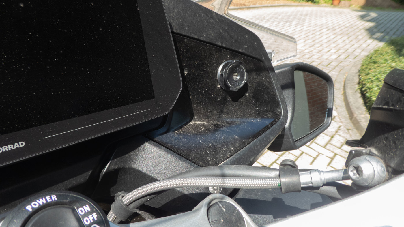 210719 BMW R1250RT II 09 Quad Lock.jpg
