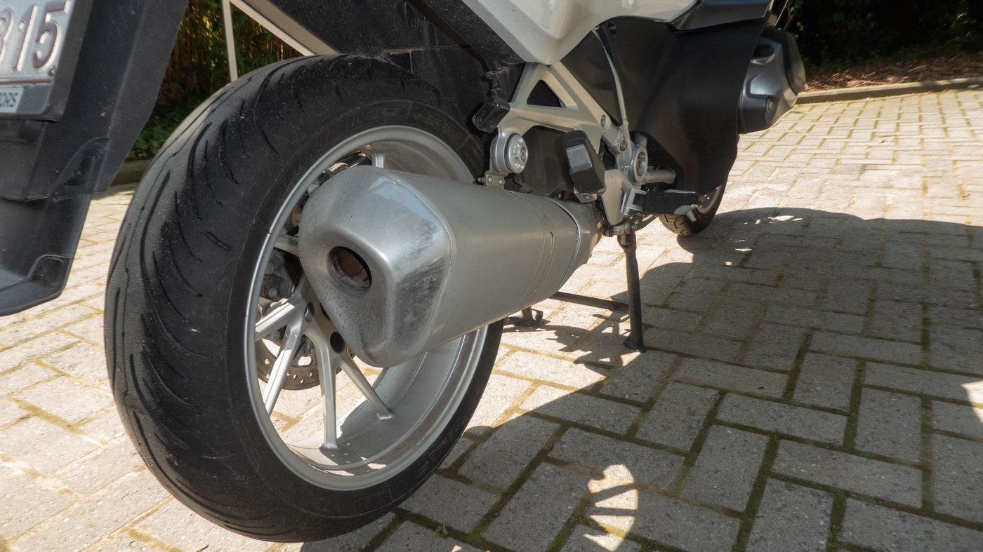 210719 BMW R1250RT II 11 Einddemper.jpg