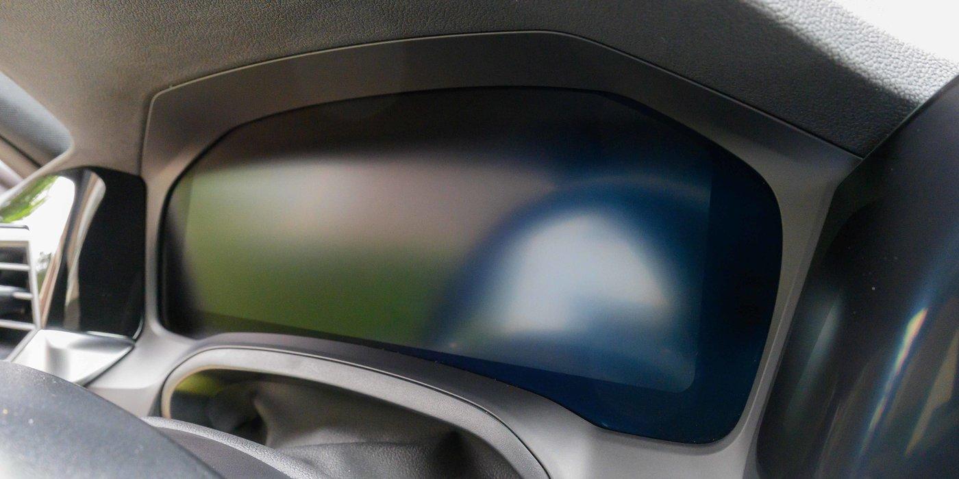 210724 BMW 4 18 cockpit.jpg