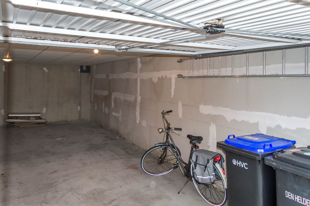 Garage-2_zpsif6hirgp.jpg