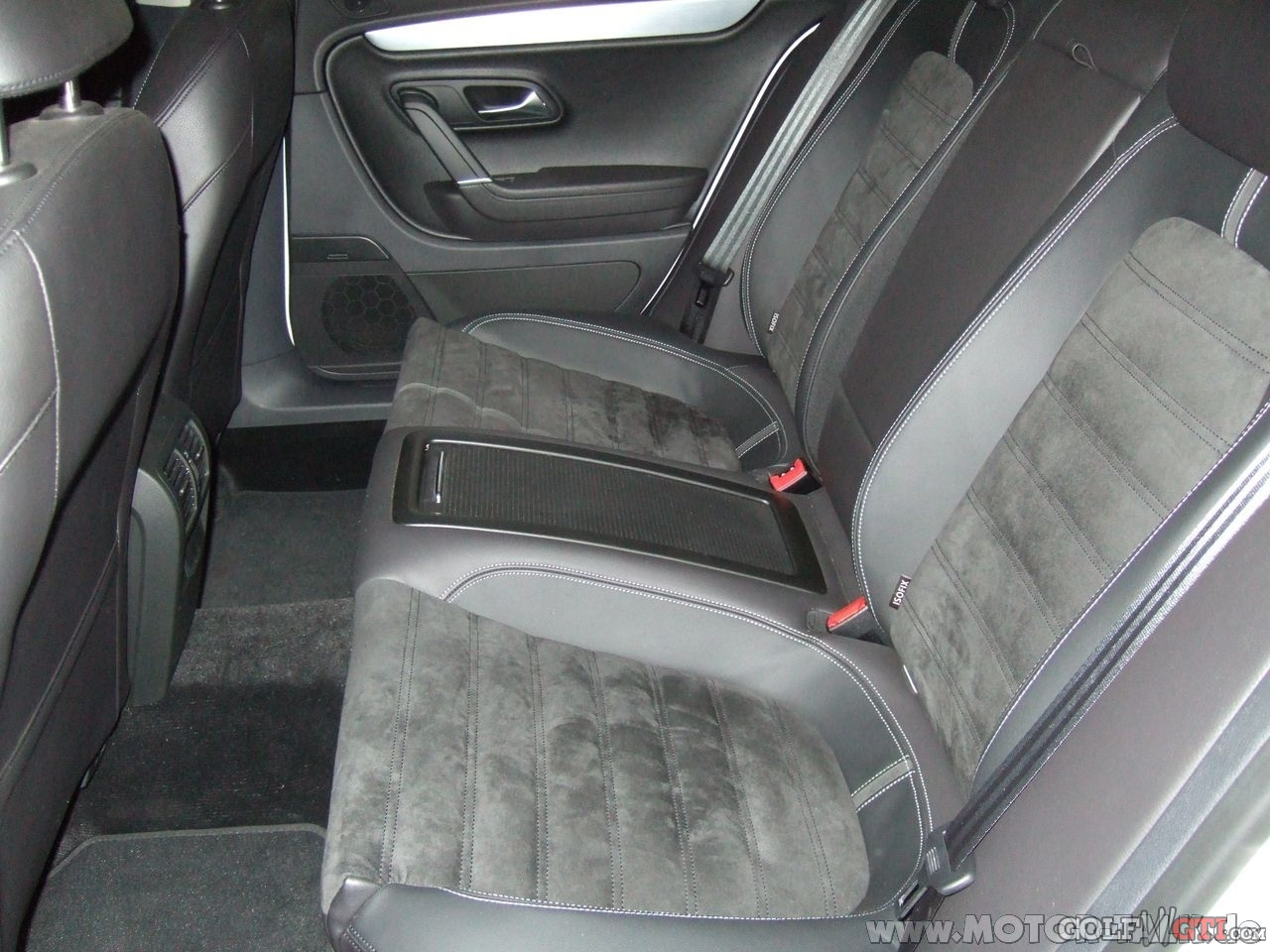 Leer alcantara stoelen schoonmaken en bijhouden carclean for Interieur auto schoonmaken